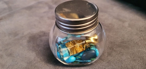 Geluksflesje met goud en steentjes blauw