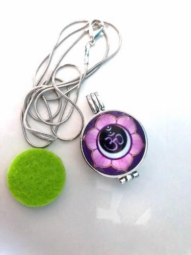 Aroma / parfum ketting met hanger bloem ohm paars